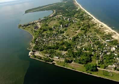 Вид с вертолёта на Балтийскую косу и посёлок